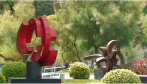 Esculturas de Manuel-Pereda: son atracciones en muchos parques y jardines en la Peninsula: Este foto es de Santander.