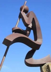 Escultura del Salto del Pastor en Tijarafe: una obra casí abstracta de Manuel Pereda.