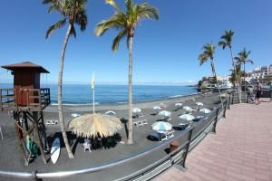 Strand von Puerto Naos: Im August gibt es hier eine Sommerfrische für behinderte Menschen. Foto: La Palma 24
