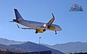 Vueling-Maschine kurz vor der Landung am Airport SPC: Foto von Carlos Díaz.