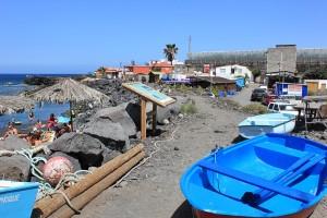 Blick vom Strand El Remo auf das nördlich gelegene, geschlossene El Calamar: die unteren Gebäudeteile stehen noch, nur die Terrasse mit ihrem Pavillon sind verschwunden. Foto: La Palma 24