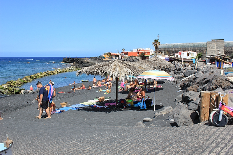 Strändchen von El Remo im Sommer 2016: klein und gemütlich. Foto: La Palma 24