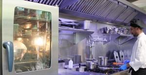 Blick in die El Sitio-Küche: Hochtechnologie des 21. Jahrhunderts. Foto: La Palma 24