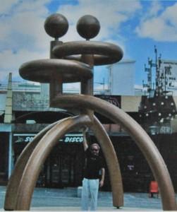 Schlicht und avantgardistisch: Skulptur von Francisco Aldeano.