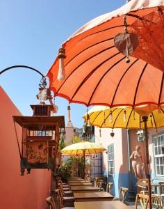 Die Caféteria des El Sitio: lauschige Terrasse mit historischem China-Touch. Foto: La Palma 24