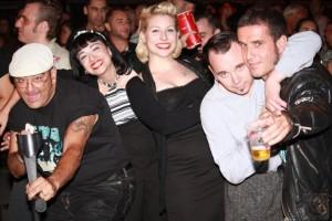 Rock´n´Roller beim 4-Gatos-Festival in Puerto Naos: Fans aus aller Herren Länder treffen sich zu Lebensfreude pur.