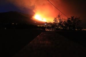 Donnerstagmorgen, 4. August 2016: Das Feuer marschiert auf den Höhen der Cumbre weiter Richtung El Paso. Foto: La Palma 24