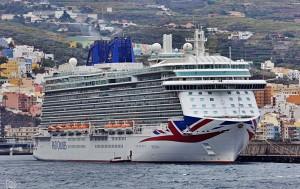 Kreuzfahrtschiffe am laufenden Band in Santa Cruz de La Palma: Am 2. Oktober läuft erneut die Britannia ein. Foto: Giovanni Tessicini