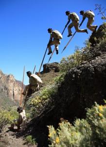 Kanarischer Hirtensprung: soll trotz Topp-Leistungen kein Wettbewerbs-Sport sein. Foto: Federación Salto del Pastor Canaria