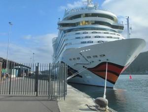 Kreuzfahrtschiffe im Hafen von Santa Cruz de La Palma: Im Winter 2016/17 keine Seltenheit... Foto: La Palma 24