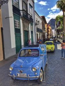 Die Seicentos: vor fast 60 Jahren lief der Prototyp des Seat 600 in Spanien vom Band, und auf La Palma gibt es einen Liebhaber, die ein paar dieser Schätzchen am Leben erhalten. Foto: Amigos Seat 600 La Palma
