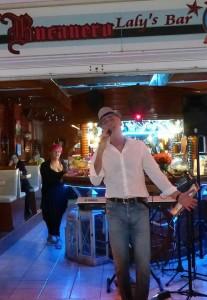 Thomas Papst: unterhält regelmäßig bei Laly in Puerto Naos und im Restaurant Las Norias. Foto: Künstler