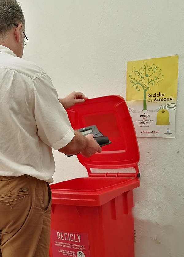 Environmental protection is a growing topic on La Palma: In early July the  town of Santa Cruz introduces the Red bin in the municipal administrative  ...