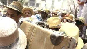 Helmut Schilling-Video zum Día de Los Indianos: Der Filmemacher aus NRW stürzt sich gern ins Getümmel des Karnevals auf La Palma.