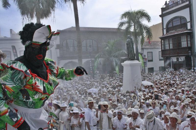 Die Negra Tomasa: bunter Tupfen im weißen Hexenkessel Santa Cruz. Foto: Stadt