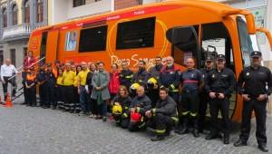 Mitglieder von Hilfsorganisationen auf La Palma: werben für die Blutspende. Foto: Santa Cruz