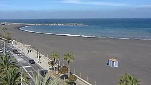 Lustiges Bild: Das erste Häuschen am künftigen Stadtstrand von Santa Cruz de La Palma steht. Screenshot RTVC