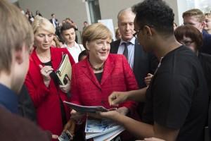 Angela Merkel wird ständig von Journalisten belagert: Im Osterurlaub auf La Gomera erholte sie sich davon und machte keine Pressetermine. Pressefoto Bundesregierung/Bergmann