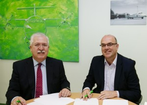 Häuptlinge von Binter Canarias und La Palma: Kooperationsvertrag für die Events unterschrieben. Foto: Cabildo