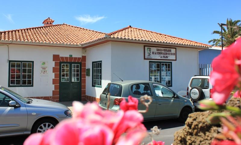 Fuencaliente: In diesem Haus arbeitet das Team des Kontrollrats für Weine mit dem DO-Siegel La Palma. Foto: La Palma 24
