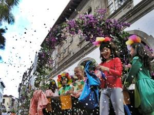 """Batalla de Flores: Beim """"Blumenschlacht"""" genannten Umzug ist Spaß garantiert. Foto: Stadt"""