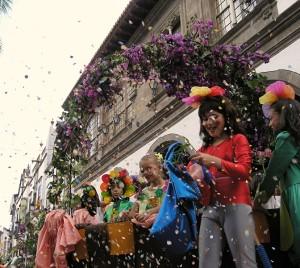 Batalla de Flores: Blumenschlacht in Santa Cruz. Foto: Stadt