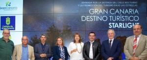 Inseltourismusrätin Alicia Vanoostende (im blauen Blazer) auf Gran Canaria: Nachhilfe in Sachen Sternentourismus. Foto: Cabildo