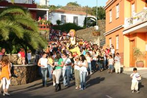 El Paso: Ankündigungsumzug zur Canales-Fiesta mit der La Pepa-Figur