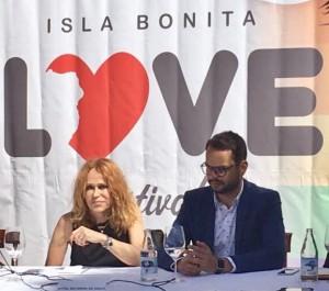 Antonia San Juan mit Isla Bonita Love Festival Präsident Jordi Camacho: Klare Worte in Richtung Betonköpfe von gestern. Foto: Cabildo