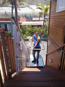 Gute Idee: Lift für Gehbehinderte im Kiosco El Reme in El Remo.