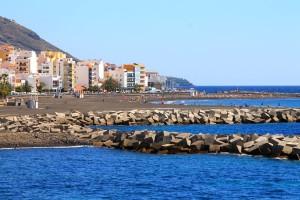 Der neue Strand von Santa Cruz: sehnlich erwartet und sofort gut besucht. Foto: Fernando Rodríguez Palmeros en el Mundo