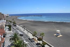 Der neue Strand von Santa Cruz de La Palma: Regeln sollen helfen, die Playa in Schuss zu halten und ungestörtes Sonnen und Baden zu gewährleisten. Foto: Stadt