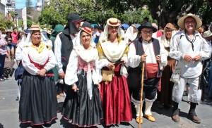 Romería in Los Llanos: jung und alt zeigt Tracht. Foto: Stadt