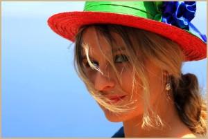 Nieves Castelló: Die schöne Frau modelt ihre Kreationen oft selbst. Foto: Fernando Rodríguez