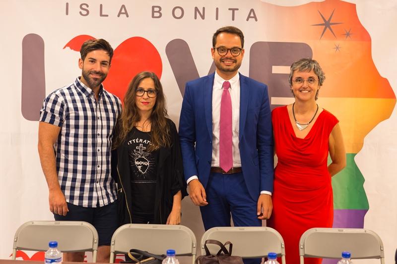 Jordi Camacho (zweiter von rechts), Inselrat und Isla Bonita Love Festival-Organisator: