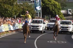 Pferderennen auf La Palma: Die Inselmeisterschaft geht über die Straßen. Foto: Cabildo