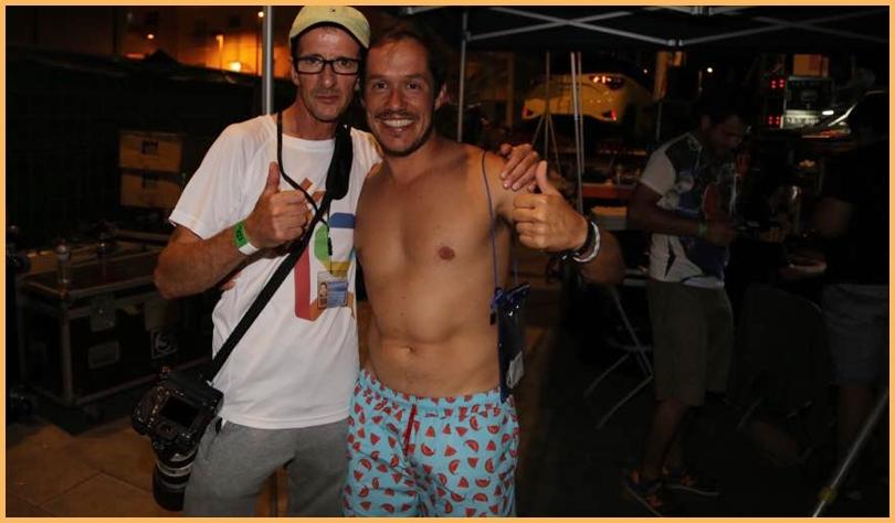 Michael mit Mariano Hernández Zapata: Unser Fotograf traf beim Wasserfest in Puerto Naos auch den Los Llanos-Stadtrat und La Palma-Senator Mariano Hernández Zapata - ein Politiker mit Sinn für die Fiestas der Isla Bonita und Humor!