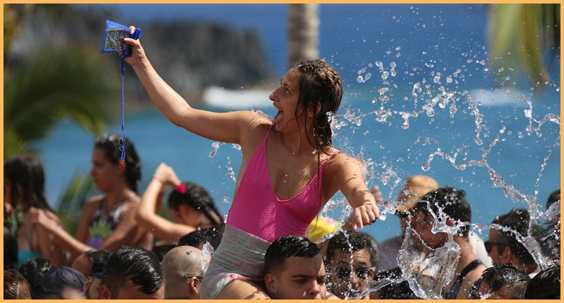Selfie auf der Fiesta del Agua in Puerto Naos - na klar! Hauptsache, das Handy war wasserdicht verpackt. Foto: Michael
