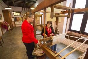 Inselkulturrätin Susana Machín besucht das Seidenmuseum in El Paso: Im Gepäck eine Subvention zur Instandhaltung des Museo de la Seda. Foto: Cabildo
