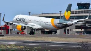 Condor landing in Santa Cruz de La Palma: Der Fotograf Carlos Díaz ist immer mit der Kamera dabei - danke Carlos!