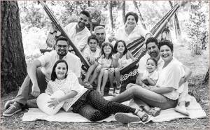 Auch dieses Foto trägt die typische Handschrift von Emilio Barrionuevo: Familie im Grünen.