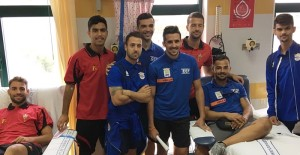 Kicker von La Palma beim Blutspenden: Fußballvereine gehen mit gutem Beispiel voran. Foto: Santa Cruz de La Palma