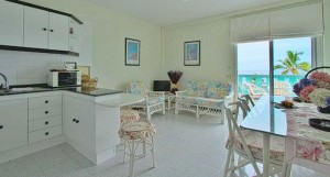 Kurzfristig frei geworden: Apartment mit Meerblick am Strand von Puerto Naos. Foto: La Palma 24