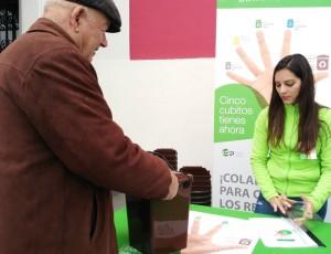 Das Cabildo verteilt Sammelbehälter für den Biomüll zuhause: Dann kommen die organischen Abfälle in die Braunen Tonnen. Foto: Cabildo
