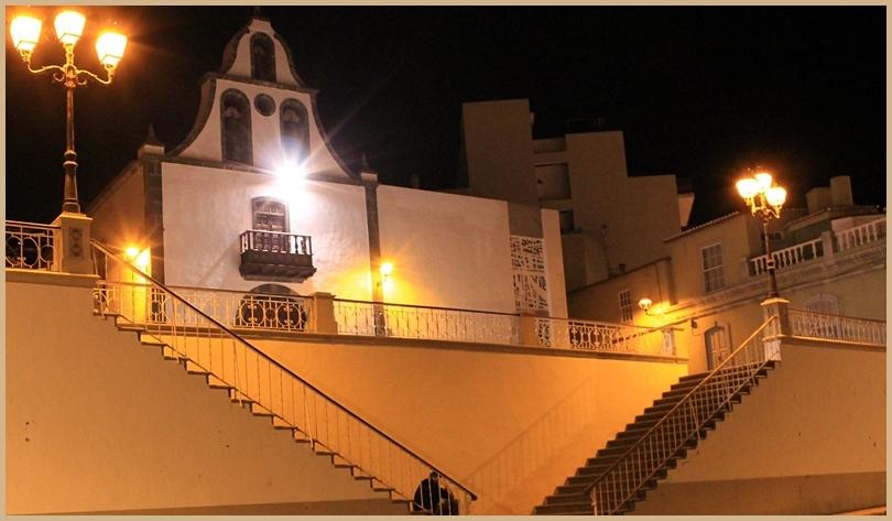 Die Kirche von Tazacorte direkt an der Hauptdurchgangsstraße Richtung Hafen: unten parken, die Treppen hoch und um die Kirche herumgehen, da findet sich das Re-Belle.