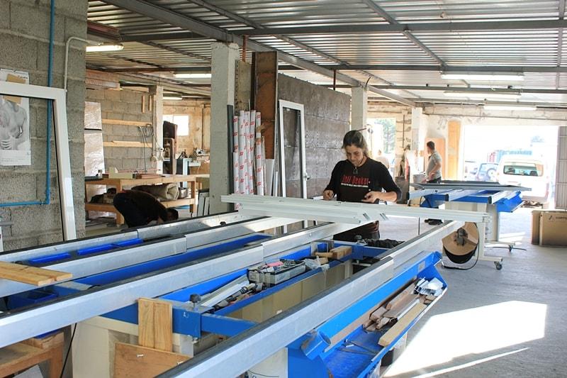 Die vergrößerte Werkstatt von Rolf Benker in El Paso: Vorbereitung der Projekte jetzt auf 450 Quadratmetern. Foto: La Palma 24