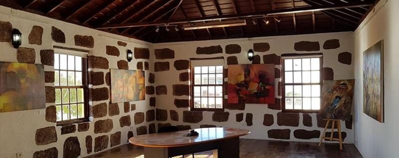 Der Ausstellungssaal im Tourismusbüro von Las Tricias:
