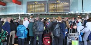 Flughafen Santa Cruz de La Palma am Donnerstag, 1. März 2018: Es geht wieder was, das Bild zeigt eincheckende Passagiere. Foto: La Palma 24