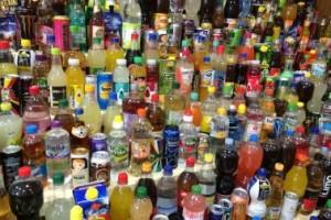 In Softdrinks verstecken sich Mengen an Zucker: Hilft dagegen eine Steuer?