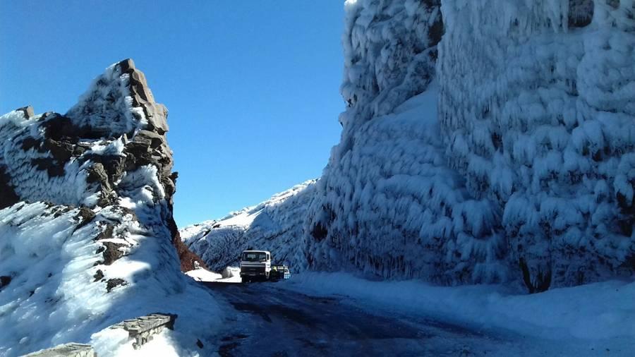 Wieder schneit es auf dem Roque: Die LP-4-Zufahrten von Ost und West sind gesperrt! Foto: Cabildo